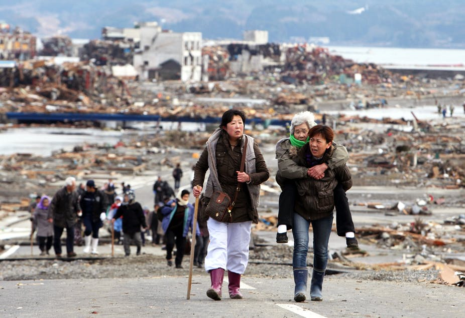 Recovering from disasters: Social networks matter more than bottled water and batteries