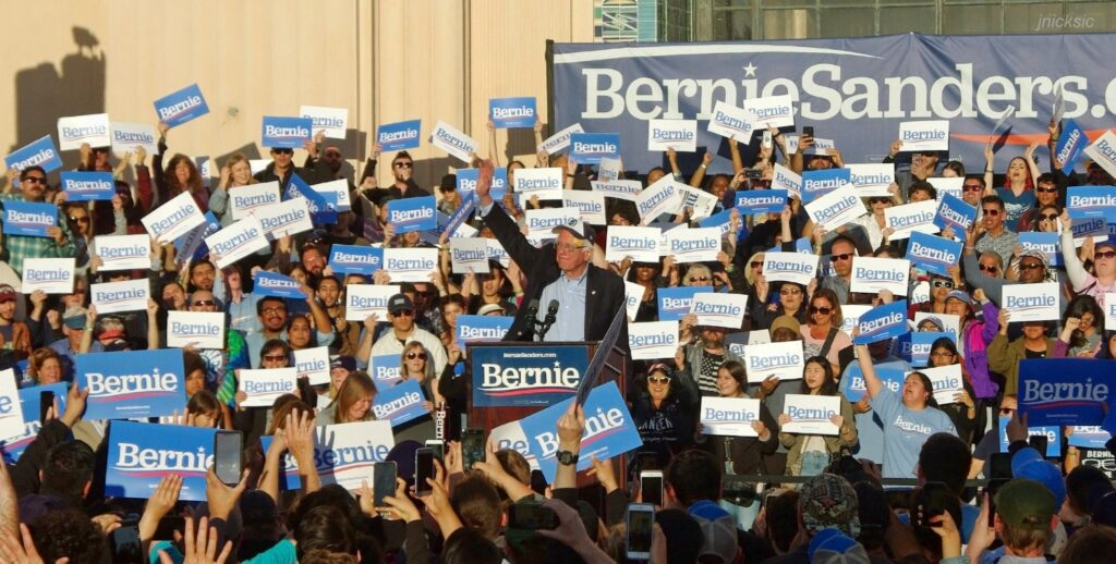 bernie sanders campaign using belongingness to raise money
